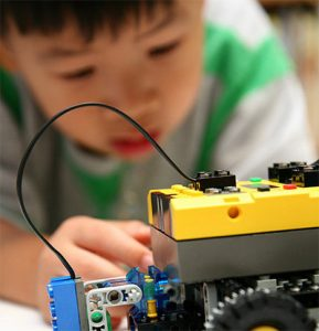 Best programmable robot kits for beginners